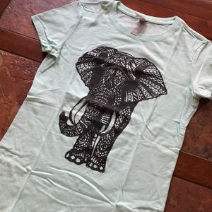 Fun graphic T!  Who loves elephants!!